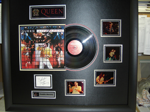 Framing A Record - Pictures, Autograph, Album Cover & LP - Lazy Daisies